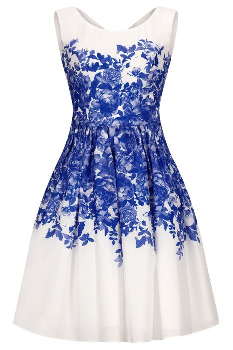 Sukienka Cller ecru rozkloszowana w chabrowe kwiaty